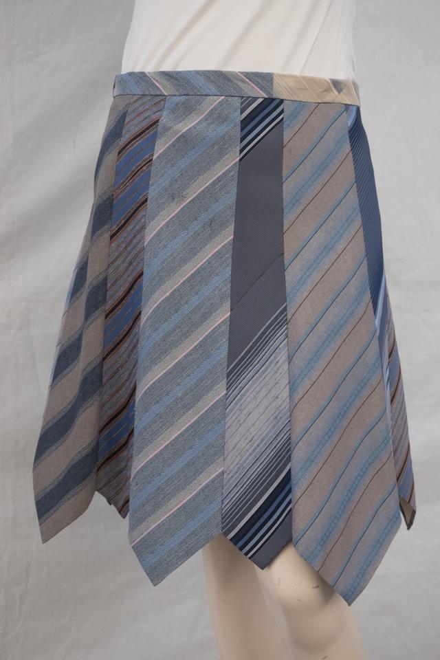 Krawattenrock hellblau gestreift Image