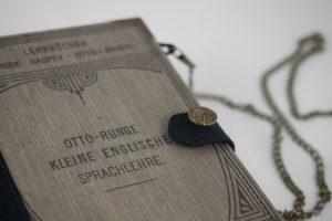 """Tasche, Clutch aus dem Lehrbuch """"Kleine englische Sprachlehre"""""""