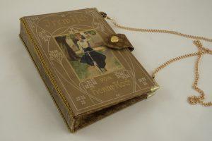 """Clutch aus dem Buch """"Der Irrwisch"""" von Henny Koch"""