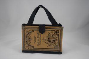 """Tasche aus dem Buch """"Aus da Hoamat"""" in Braun passend zum Dirndl"""