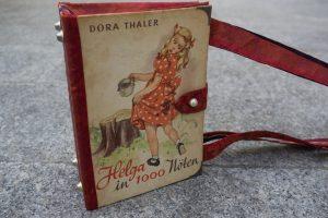 Helga in 1000 Nöten Tasche aus Buch Buchhandtasche