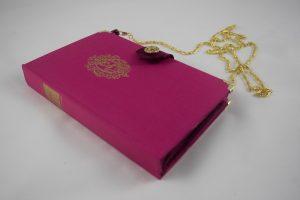 """pinke Clutch aus dem Buch """"Vor Rehen wird gewarnt"""""""