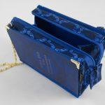 Tasche aus einem Schiller-Band in blitzblau kombiniert mit einer dazupassenden Krawatte