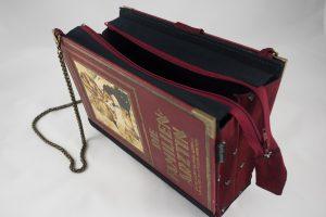 """Tasche aus dem Buch """"Die Familienärztin"""" von der Tante kombiniert mit einer Krawatte des Großvaters"""