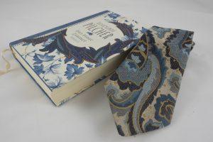 Beispiel einer Kombination von Buch mit Krawatte