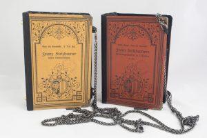 Taschen aus Büchern von Franz Stelzhamer, eine Buchhandtasche passend zum Dirndl