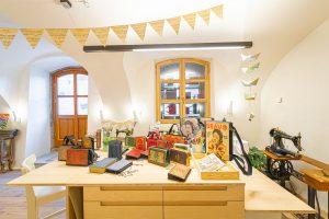 Im Atelier und Werkstatt von Bernanderl Upcycling in Steyr