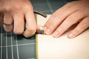 Magnetverschluss anbringen - Ein Buch wird zur Tasche