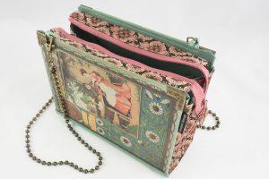 """Tasche aus dem Buch """"Für Freistunden"""" von Ottilie Wildermuth in helltürkis mit rosa Blümchen, kombiniert mit einer rosa geblumten Krawatte"""