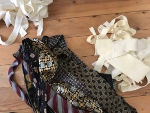 Aufgetrennte und ausgehöhlte Krawatten