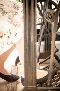 Nähen auf der über 100 Jahre alten Singer-Schusternähmaschine mit Fußantrieb