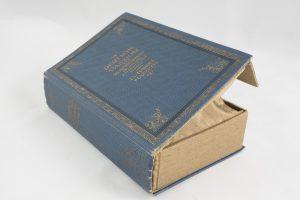 """Clutch aus dem Buch """"Deutsche Passion"""" in hellblau kombiniert mit goldenem Stoff"""