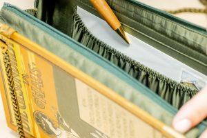 Innentäschchen einer Bernanderl Buch-Handtasche