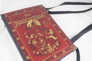 """Tasche aus einem Buch """"Das Buch für Alle"""" in rot kombiniert mit schwarzem Stoff"""