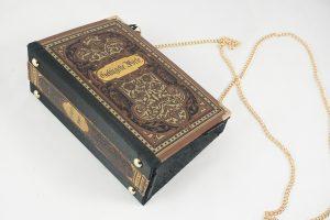 """Tasche aus einem Buch """"Geflügelte Worte"""" in braun kombiniert mit schwarzem Stoff"""