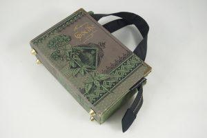 Tasche aus einem Buch von Goethe in grau/grün/schwarz