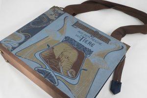 """Große Tasche aus einem Buch """"Lebende Bilder aus dem Reich der Tiere"""" in blau/braun kombiniert mit braunen und blauen Krawatten"""