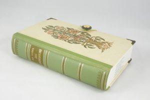 """Schatulle aus einem Buch """"Das Wunschkind"""" ausgestattet mit sinnigen Bildern von Mutter mit Baby"""